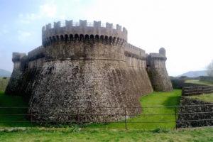 Sarzana: the imposing exterior of Sarzananello fortress